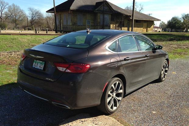 2015 Chrysler 200: Great for Road Trips featured image large thumb2