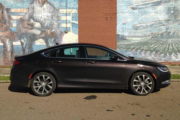 2015 Chrysler 200: Great for Road Trips featured image large thumb3