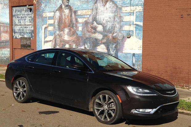 2015 Chrysler 200: Great for Road Trips featured image large thumb0