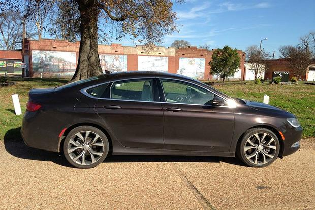 2015 Chrysler 200: Great for Road Trips featured image large thumb4