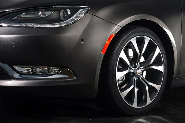 2015 Chrysler 200: New Car Review featured image large thumb5