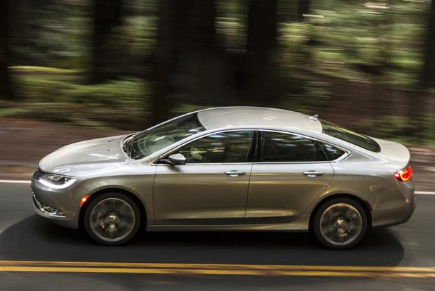 2015 Chrysler 200: New Car Review featured image large thumb3