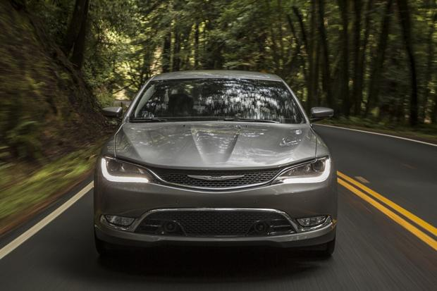 2015 Chrysler 200: New Car Review featured image large thumb0
