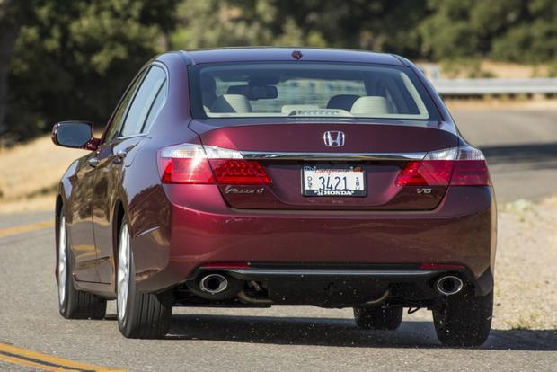 2015 Chrysler 200 vs. 2014 Honda Accord: Which Is Better? featured image large thumb5