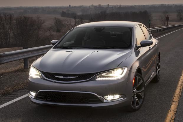 2015 Chrysler 200 vs. 2014 Honda Accord: Which Is Better? featured image large thumb3