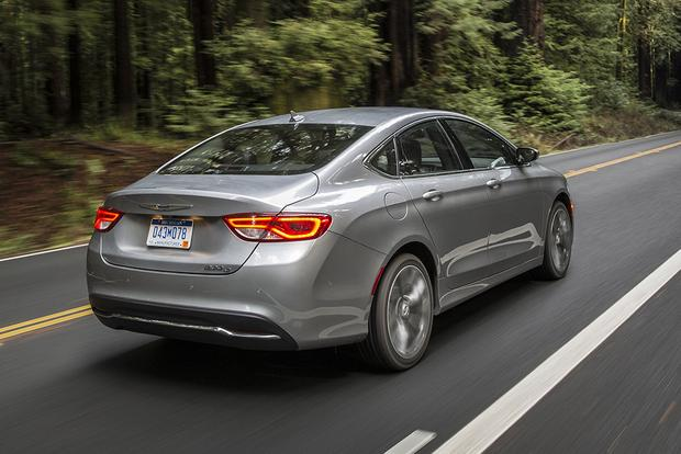 2017 Chrysler 200: New Car Review featured image large thumb1