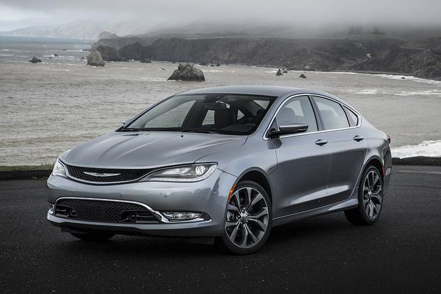 2017 Chrysler 200: New Car Review featured image large thumb4