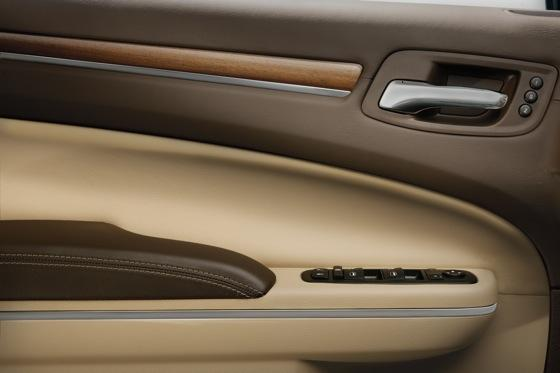 2012 Chrysler 300: New Car Review featured image large thumb6
