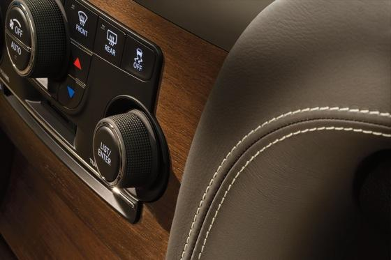 2012 Chrysler 300: New Car Review featured image large thumb10