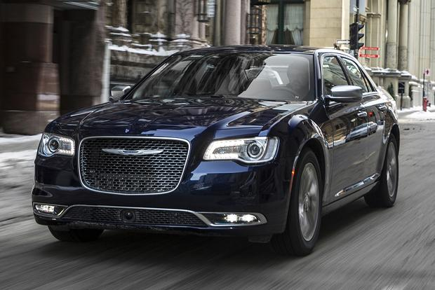 2015 Chrysler 300 vs. 2015 Dodge Charger: What's the Difference? featured image large thumb12