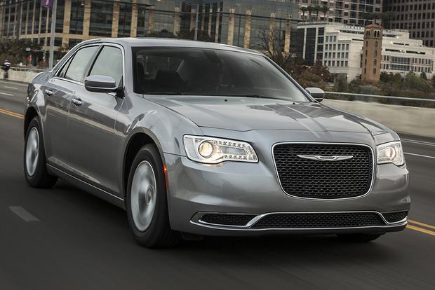 2015 Chrysler 300 vs. 2015 Dodge Charger: What's the Difference? featured image large thumb7