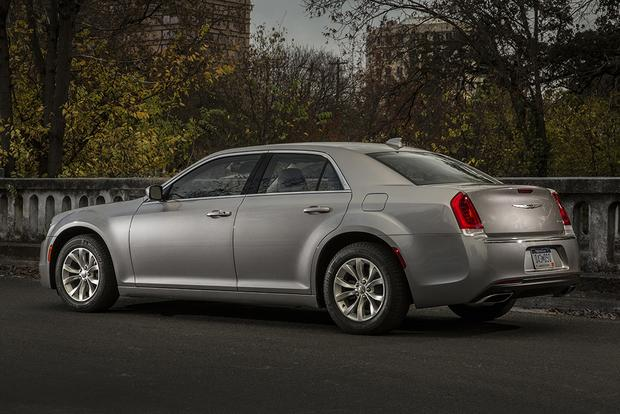 2015 Chrysler 300 vs. 2015 Dodge Charger: What's the Difference? featured image large thumb6