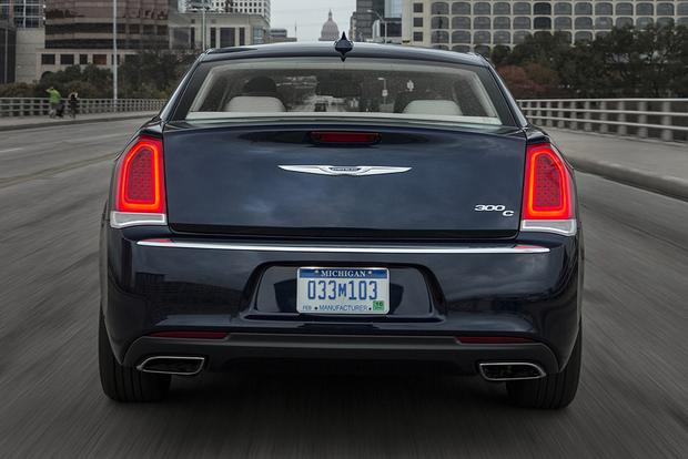 2015 Chrysler 300 vs. 2015 Dodge Charger: What's the Difference? featured image large thumb9