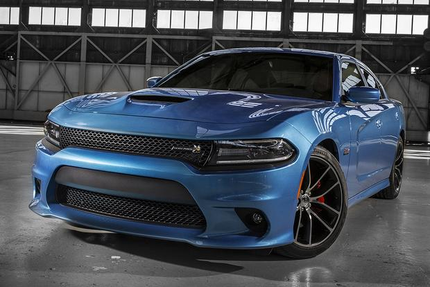 2015 dodge charger whats the difference featured image large - 2016 Dodge Charger Rt