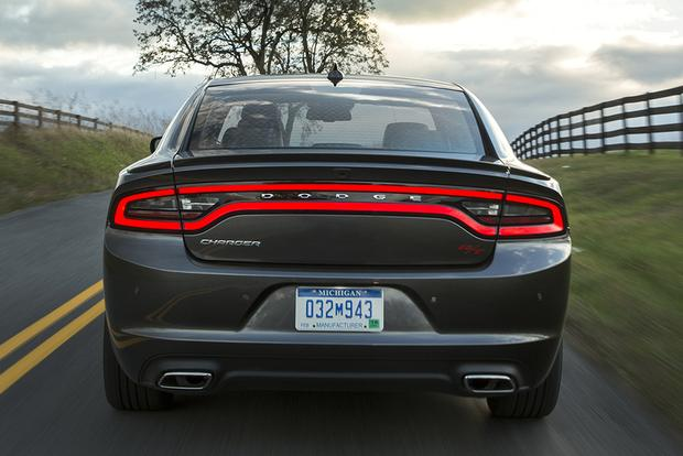 2015 Chrysler 300 vs. 2015 Dodge Charger: What's the Difference? featured image large thumb11