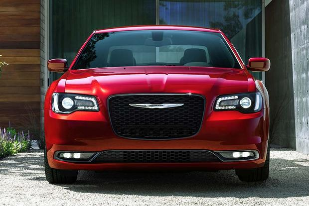 2016 Chrysler 300: New Car Review featured image large thumb2