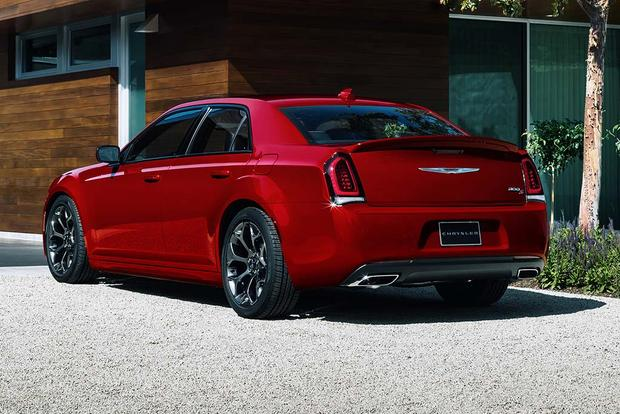 2016 Chrysler 300: New Car Review featured image large thumb4