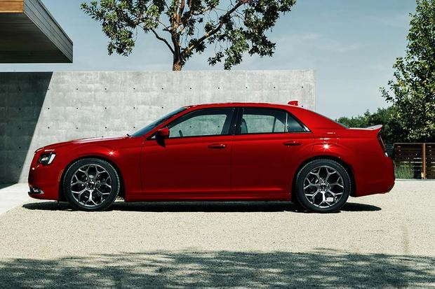 2017 Chrysler 300: New Car Review featured image large thumb2
