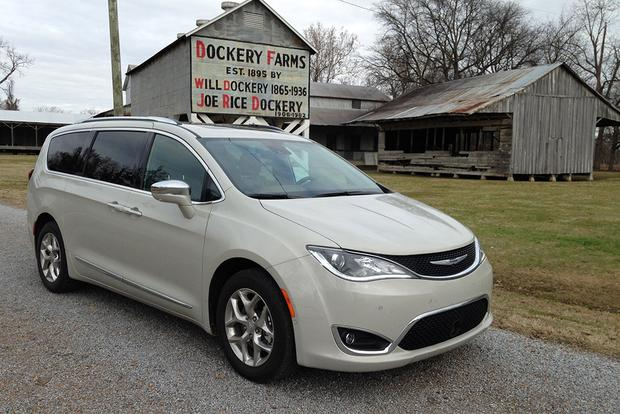 2017 Chrysler Pacifica: Road Trip Home for Christmas featured image large thumb5