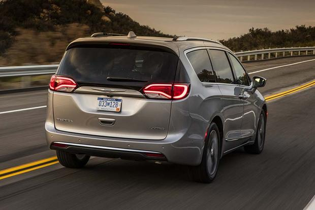 2017 Chrysler Pacifica First Drive Review Featured Image Large Thumb3