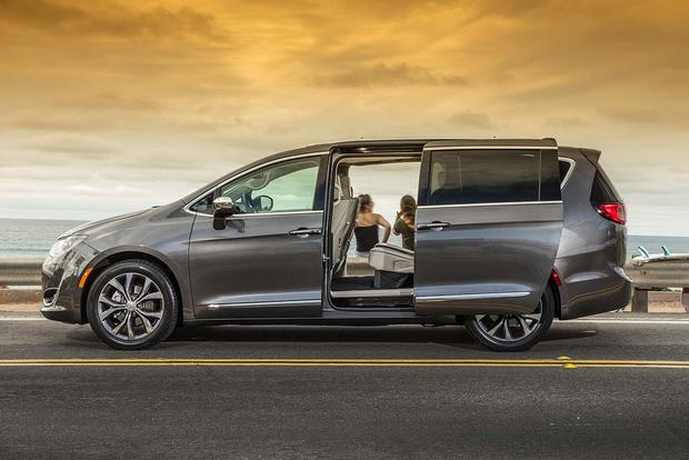 2017 chrysler pacifica first drive review autotrader. Black Bedroom Furniture Sets. Home Design Ideas
