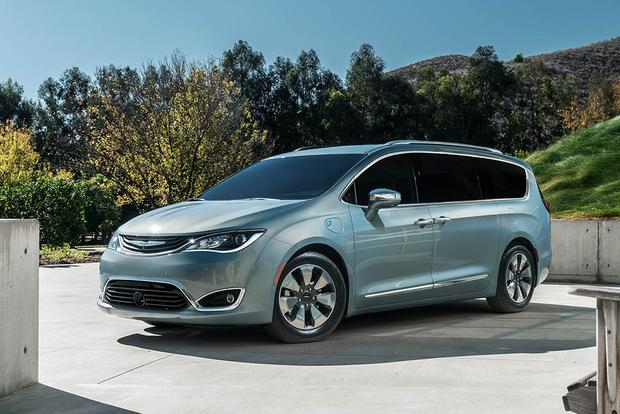Image result for 2018 Chrysler Pacifica Plug-in Hybrid Electric