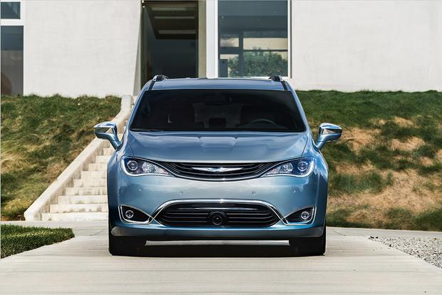 2017 Chrysler Pacifica Hybrid: First Drive Review featured image large thumb1