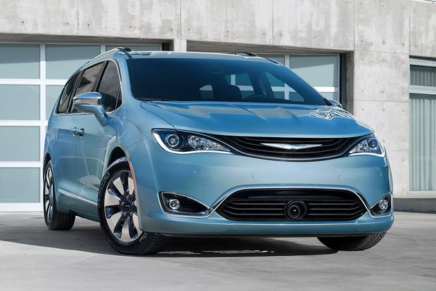 Best Family Car Atlanta Media Ociation Picks The 2017 Chrysler Pacifica Hybrid Featured Image Large