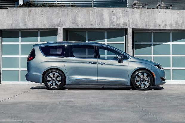 2017 Chrysler Pacifica Hybrid: First Drive Review featured image large thumb4