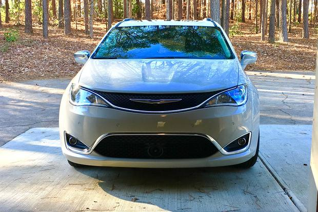 2017 Chrysler Pacifica: Little Things Mean a Lot featured image large thumb3