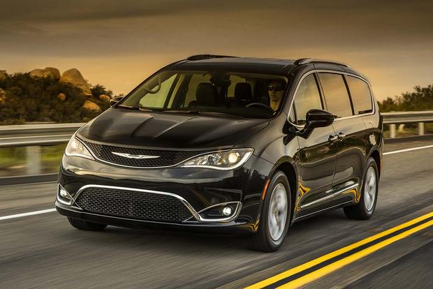 2017 Chrysler Pacifica: New Car Review featured image large thumb1
