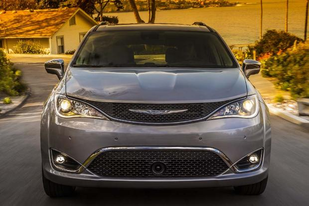 2017 Chrysler Pacifica: New Car Review featured image large thumb4
