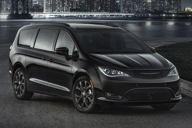 2018 Chrysler Pacifica: New Car Review featured image large thumb0