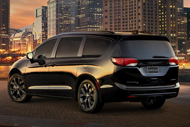 2018 Chrysler Pacifica: New Car Review featured image large thumb1