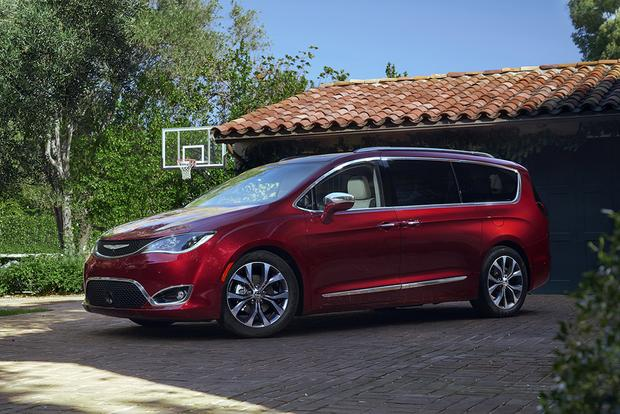 2018 Chrysler Pacifica: New Car Review featured image large thumb2