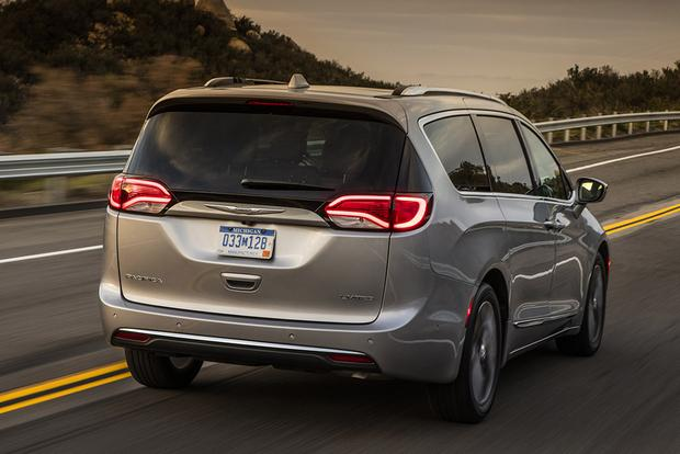 2018 Chrysler Pacifica: New Car Review featured image large thumb4