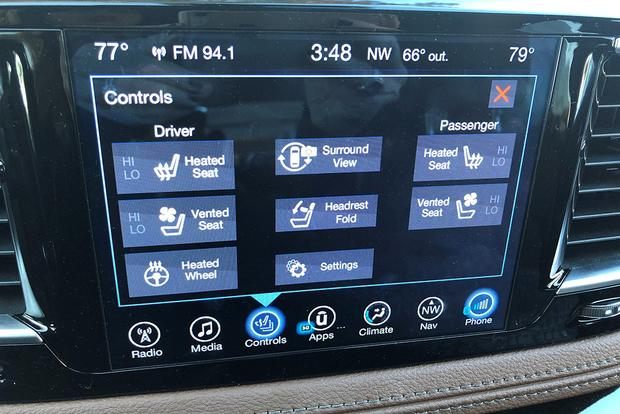 2017 Chrysler Pacifica: Surround View featured image large thumb1