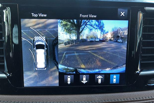 2017 Chrysler Pacifica: Surround View featured image large thumb4
