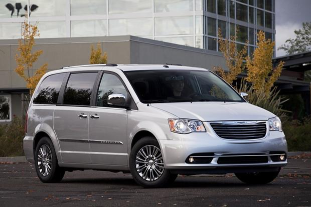 2013 Chrysler Town & Country: New Car Review featured image large thumb0