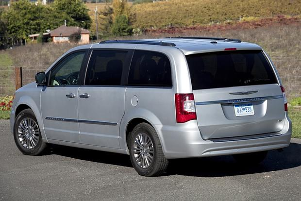 2012 chrysler town country new car review autotrader. Black Bedroom Furniture Sets. Home Design Ideas