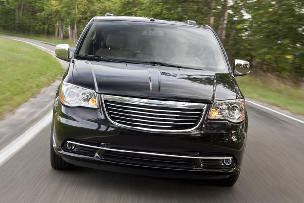 2013 Chrysler Town & Country: New Car Review featured image large thumb2