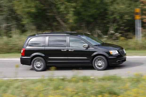 2013 Chrysler Town & Country: New Car Review featured image large thumb3