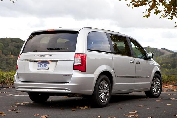 2014 Chrysler Town & Country: New Car Review featured image large thumb2