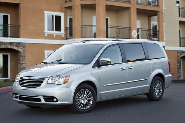 2014 Chrysler Town & Country: New Car Review featured image large thumb3