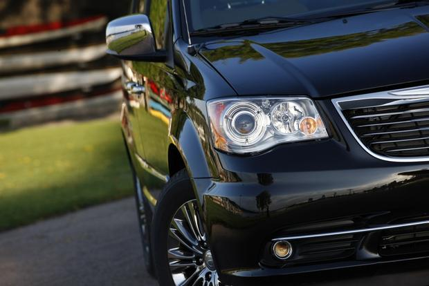 2014 Chrysler Town & Country: New Car Review featured image large thumb0