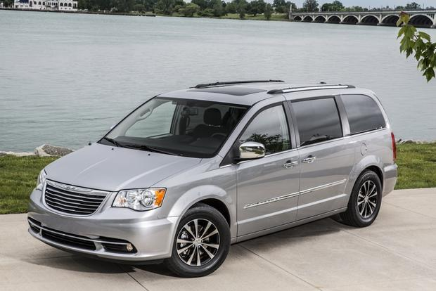 2017 Chrysler Town Country Vs Dodge Grand Caravan What S The Difference
