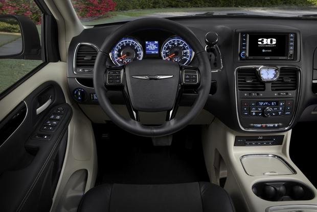 2015 Chrysler Town Country Vs 2015 Dodge Grand Caravan What S