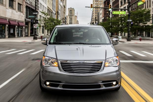 2015 Chrysler Town & Country: New Car Review featured image large thumb1