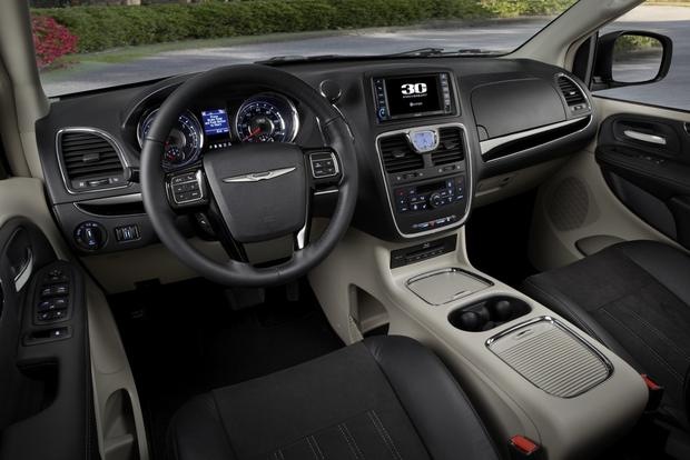 2015 Chrysler Town Amp Country New Car Review Autotrader