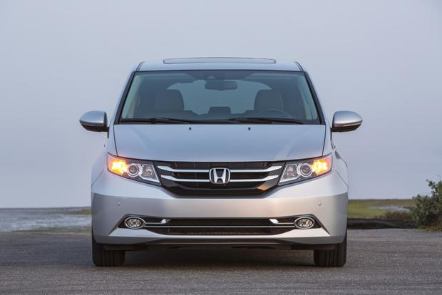 2015 Honda Odyssey vs. 2015 Chrysler Town & Country: Which Is Better? featured image large thumb1